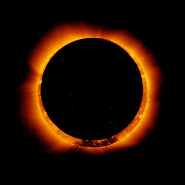 Hinode_Observes_Annular_Solar_Eclipse,_4_Jan_2011